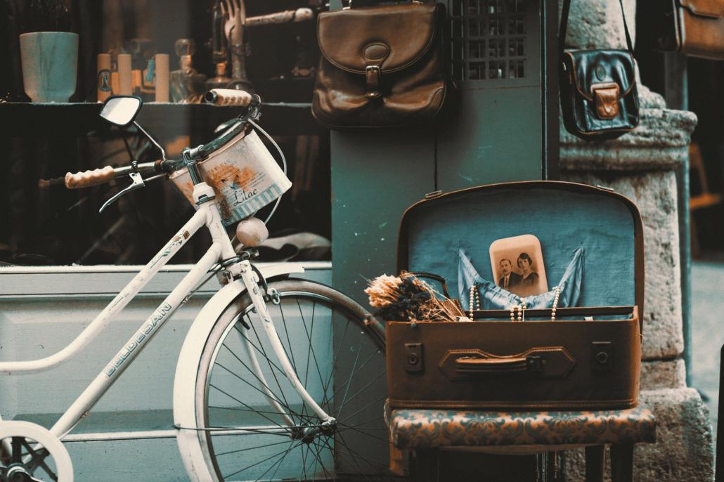 Vintage bike representing Barn Door Vintage Market & Maker Faire